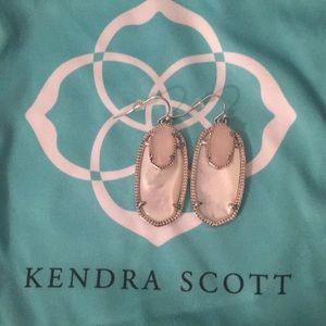 Kendra Scott Elle drop earring pearl & rose quartz